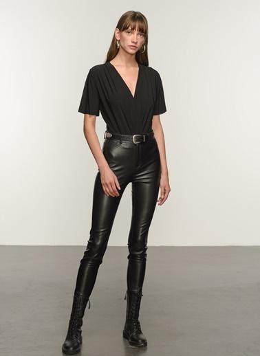 NGSTYLE Kadın Kruvaze Alttan Çıtçıtlı Bluz NGKSS21BL0024 Siyah